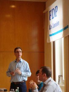Guido Thalmann begrüsst die Gäste am FDP Brunch