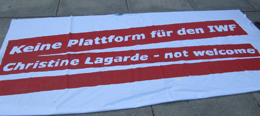 Banner of the opposing students