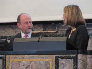Jacqueline Hénard: Gespräch mit dem Moderator