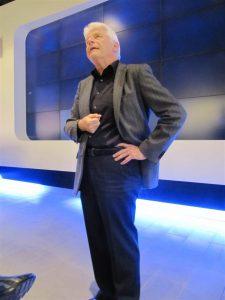 Benedikt Weibel: Im Hüftstütz mit Blick an die Decke